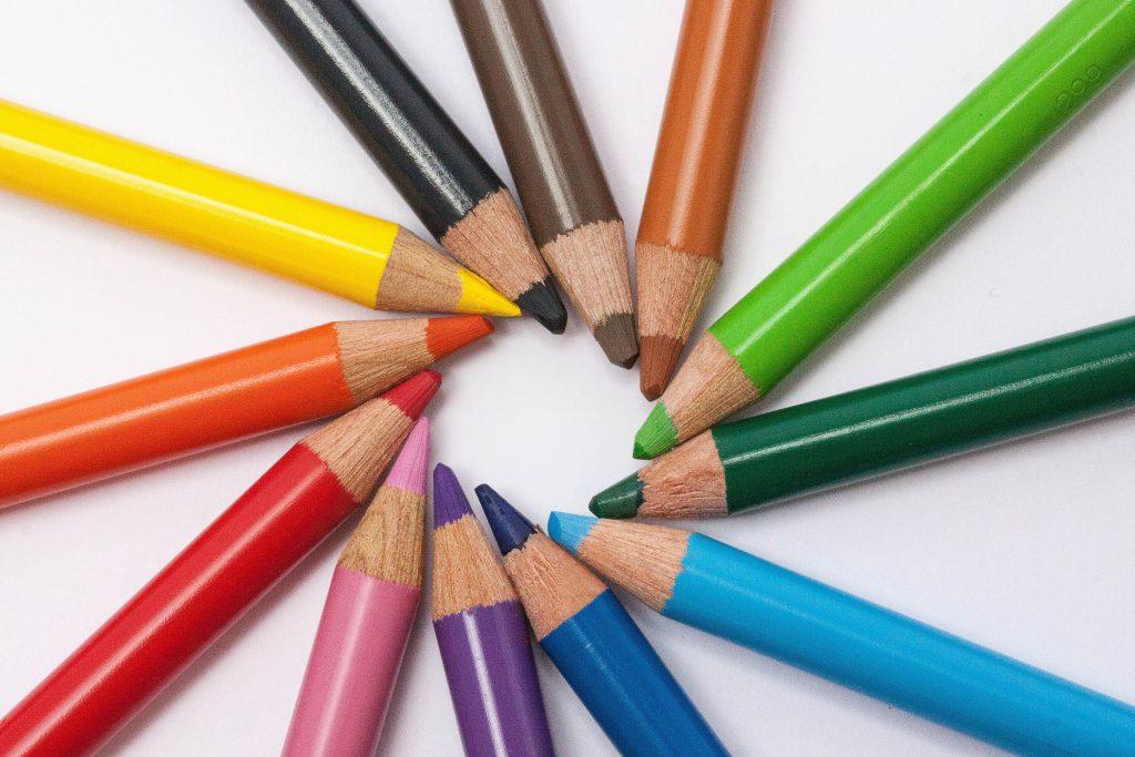 creative-desk-pens-school (1)